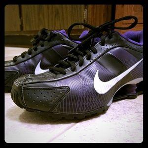 Cross trainer athletic shock comfort Nike sneakers